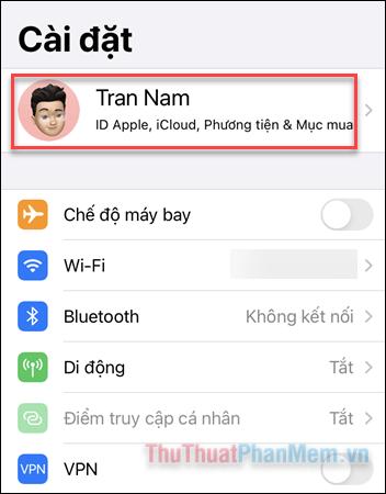 Mở Cài đặt, nhấn vào tài khoản iCloud của bạn