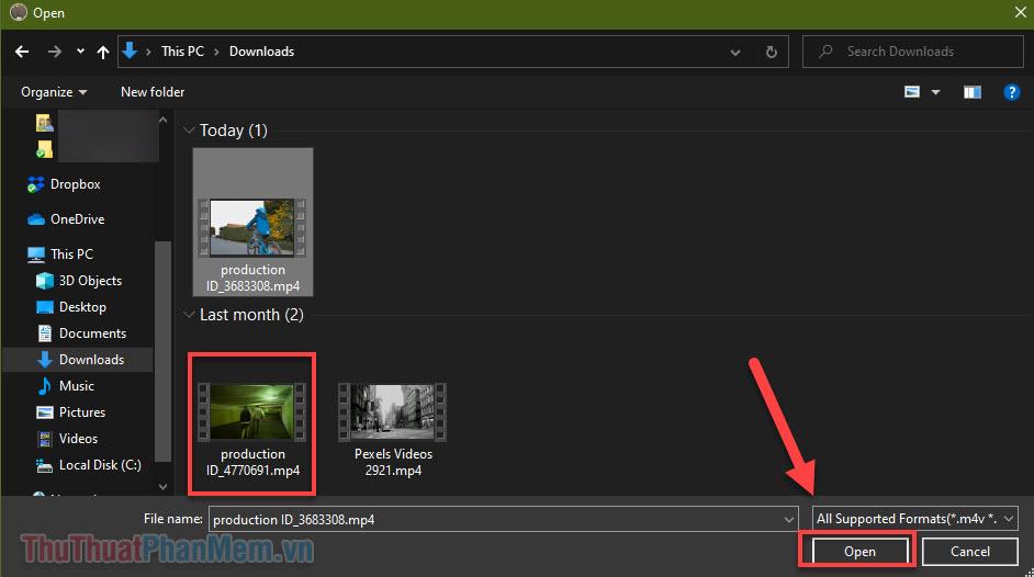 Điều hướng đến video bạn cần cắt, chọn nó và nhấn Open