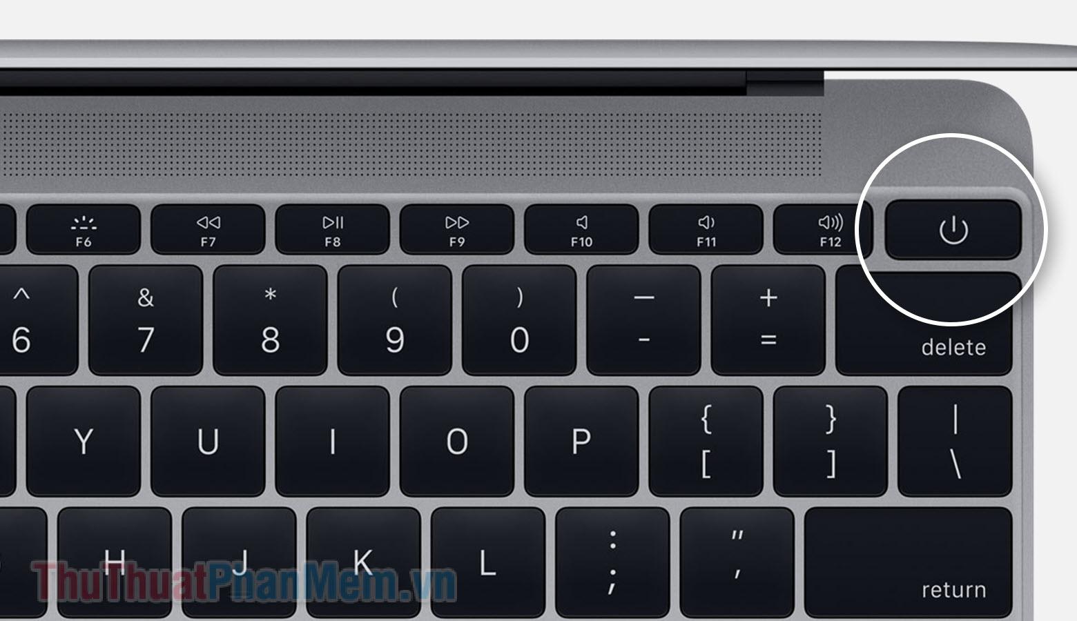 Giữ nút nguồn trên bàn phím cho đến khi máy tính tắt