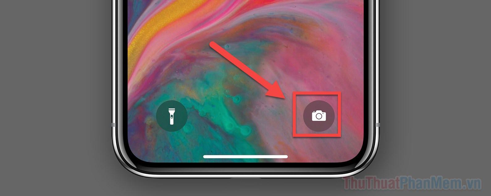 Nhấn giữ vào biểu tượng máy ảnh ở góc dưới bên phải