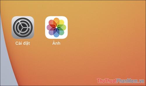 Mở ứng dụng Ảnh có sẵn trên iPhone, iPad