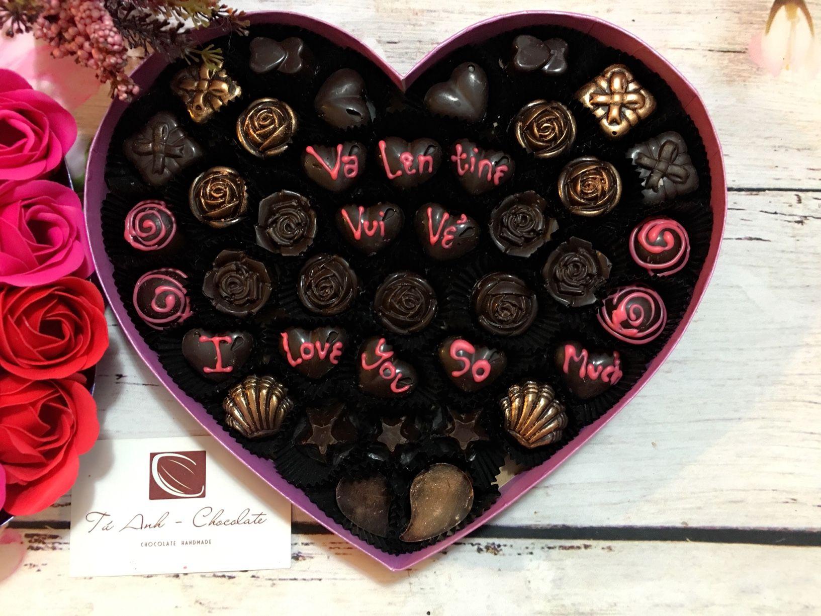 Hình ảnh hộp socola valentine vui vẻ